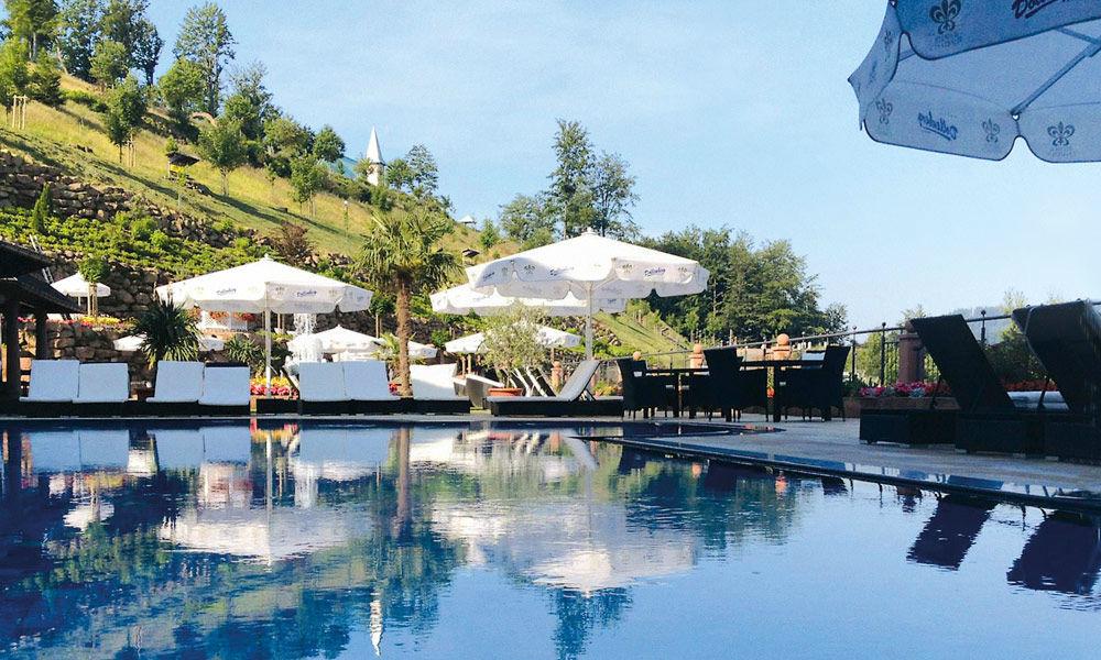 Beispiel: Außenbecken, Foto: Dollenberg Schwarzwald Resort.