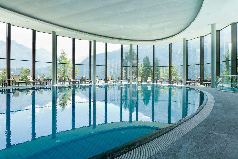 Beispiel: Schwimmbad, Foto: Badrutt's Palace Hotel.
