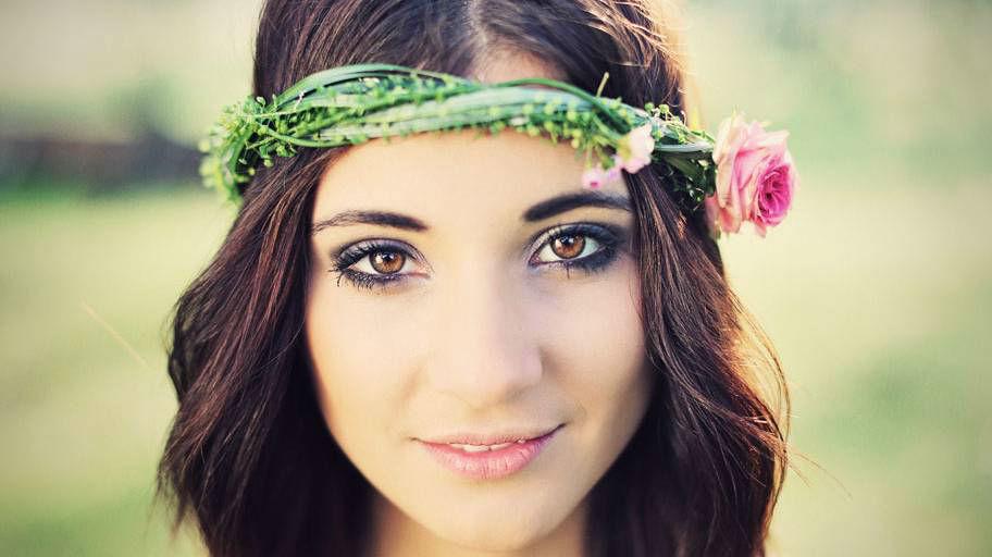 Beispiel: Braut mit Haarkranz, Foto: Blumen Isabella.