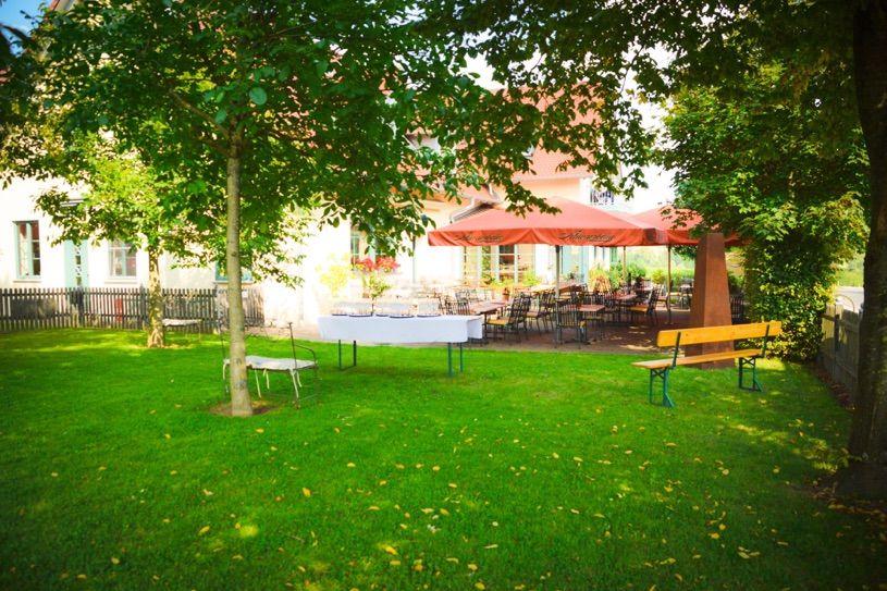 Beispiel: Sektempfang im Garten, Foto: Landgasthof Rücklenmühle.