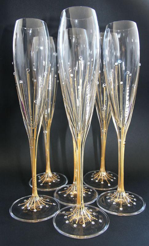 Flutes à champagne en cristallin et strass en cristal Swarovsky. Une de nos créations ... que nous pouvons personnaliser. Le mieux c'est d'en parler, contactez-nous !