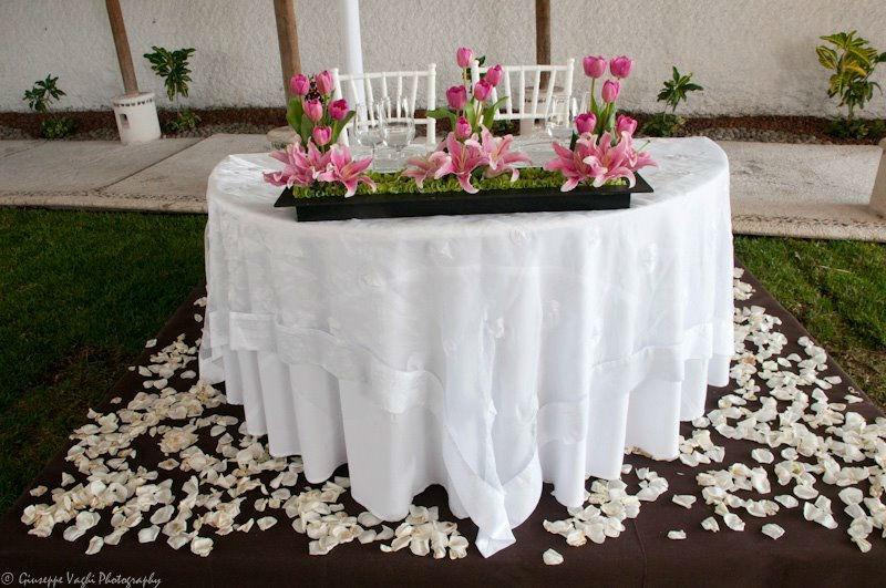 Montaje y decoración de mesas principales - Foto Casa Colima