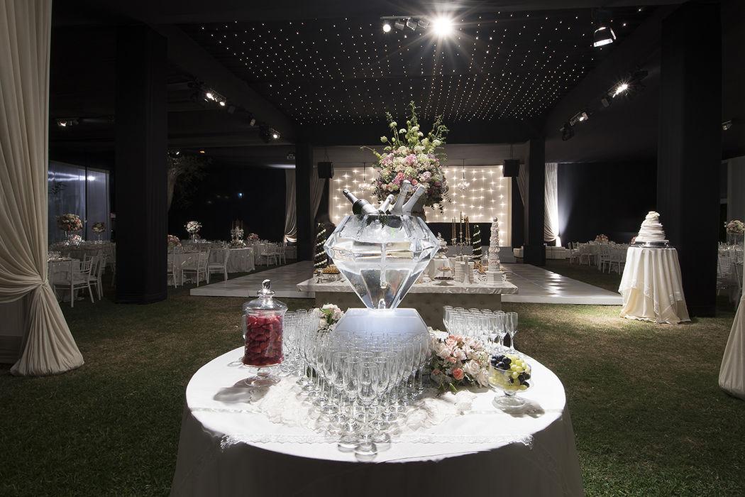 Un diamante de hielo como opción para tu mesa de champagne!