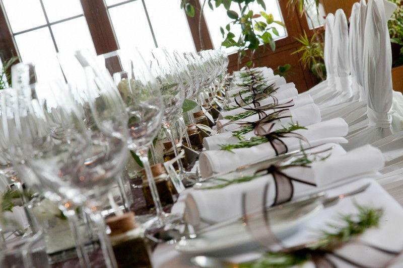 Beispiel: Florale Tischdekoration, Foto: Die Blumenfabrik.