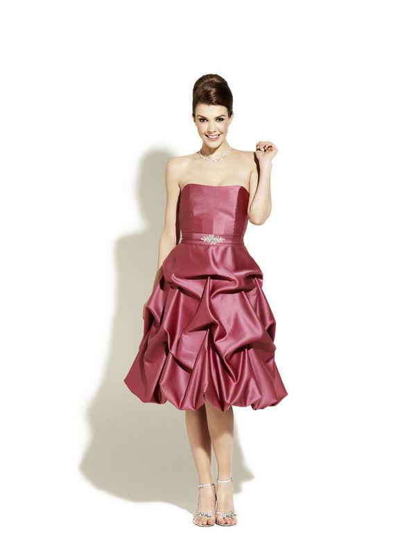 Beispiel: Mode für Hochzeitsgäste, Foto: Magy's Brautmode.