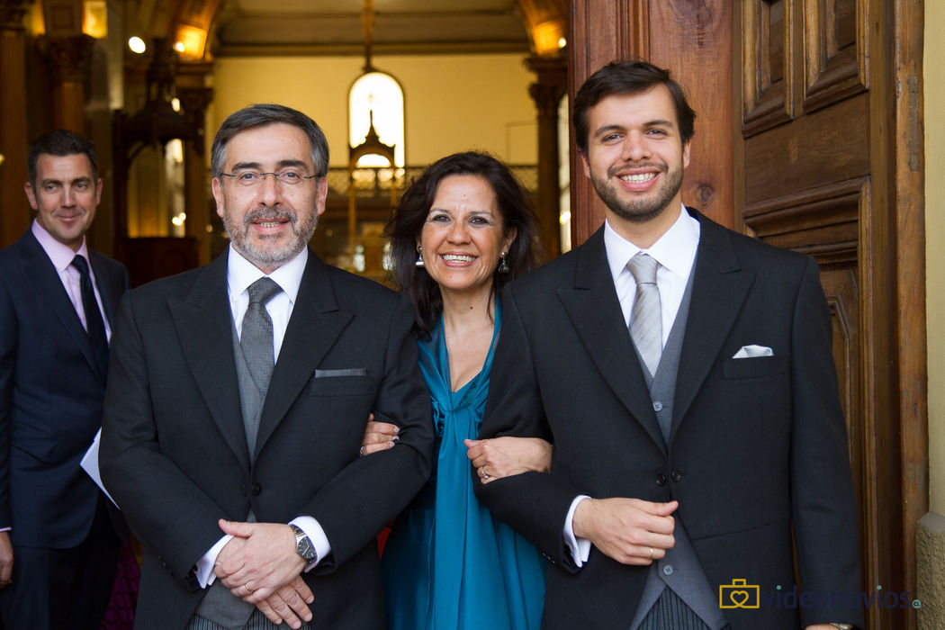 Novio y padres - Ceremonia religiosa