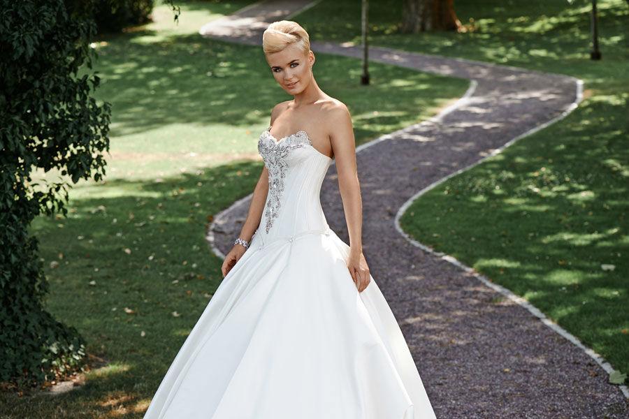 Beispiel: Trägerloses Kleid, Foto: Mery's Couture Bad Ragaz.