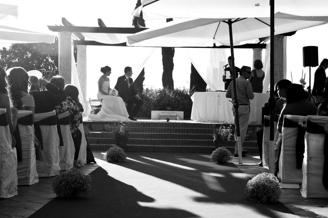 Ceremonia Civil con carácter legal y entrega del acta matrimonial el mismo día de la Boda