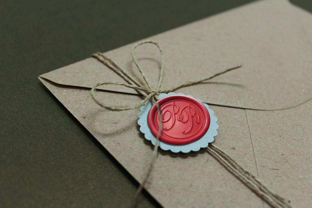 Invitaciones lacradas (rojo).  www.royallacre.com