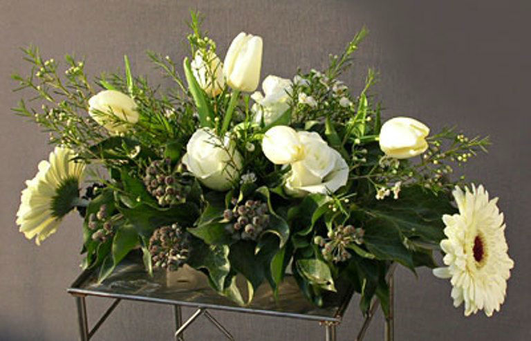 Beispiel: Gestecke für die Kirche, Foto: Blumen Leitgeb-Hitzler.