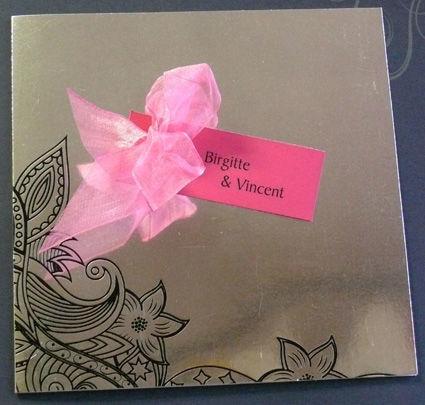 Beispiel: Künstlerische Hochzeitseinladung, Foto: Druckerei Leue.