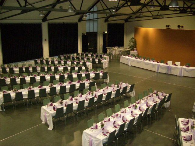 Beispiel: Längsbankett im Bürgersaal, Foto: Reithalle Rastatt.