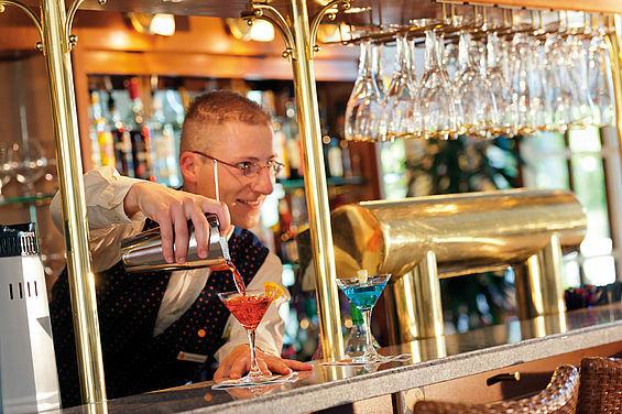 Beispiel: Cocktails in der Lounge-Bar, Foto: Travel Charme Strandhotel Zinnowitz.