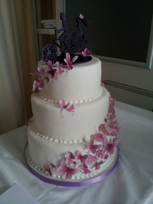 Beispiel: Hochzeitstorte, Foto: The Tiny Cake Boutique.