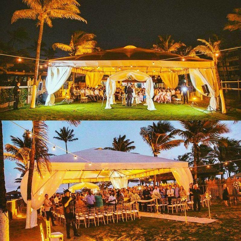 Cerimonia ao ar livre em Vilas do Atlântico litoral baiano