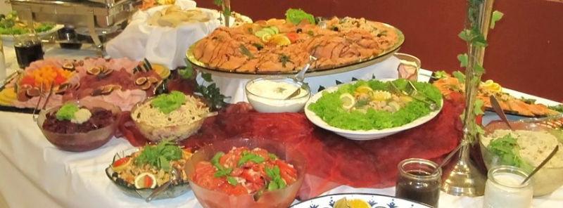 Beispiel: Buffet mit frischen Zutaten, Foto: Paiser Catering.