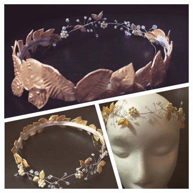 Media corona de hojas tamaño mediano de porcelana, con cristales, perlas y hojas pequeñas en la parte frontal, ambas partes conforman una corona única y sofisticada.