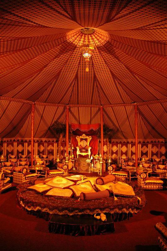 Beispiel: Zeltdach, Foto: MADI - Zelt der Sinne.