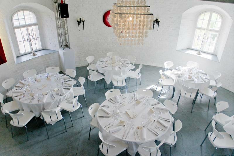Beispiel: Bankett - von oben gesehen, Foto: KunstTurm Weimar.