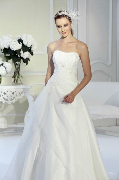 Beispiel: Brautkleider für jeden Geschmack, Foto: Bea's Brautmode.