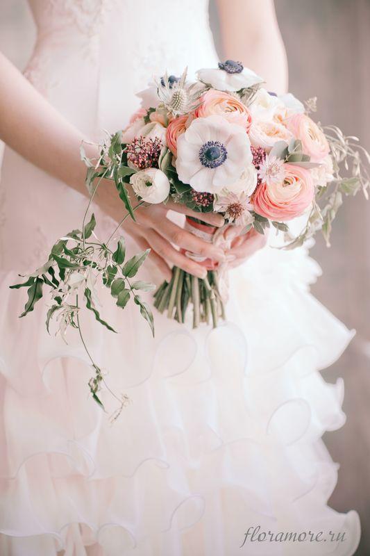 Букет невесты с ранункулюсами и анемонами Флорист Кристина Каберне Фото Ирина Климова