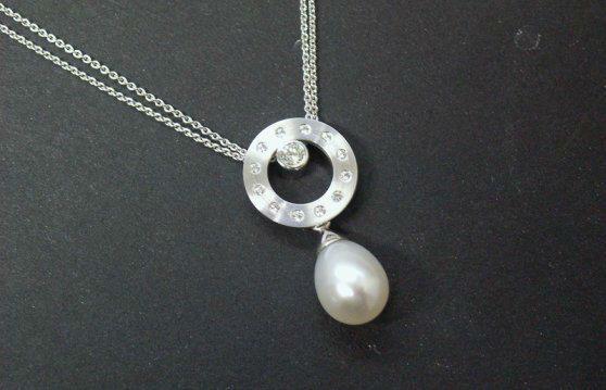 Beispiel: Wunderschöne Halsketten, Foto: Loosli Schmuck.