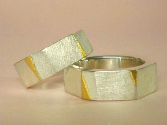 Beispiel: Trauringe - Silber/Feingold, Foto: Eveline Köhler Schmuckdesign.