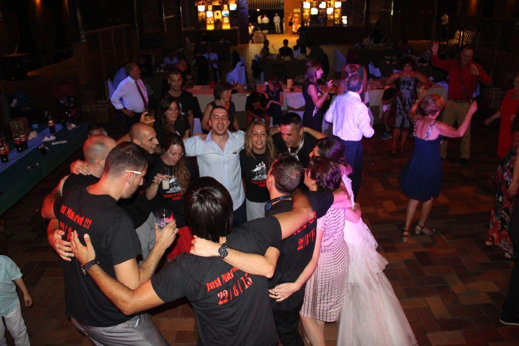 Hacemos de tu boda, la mejor fiesta con nuestra discoteca móvil.