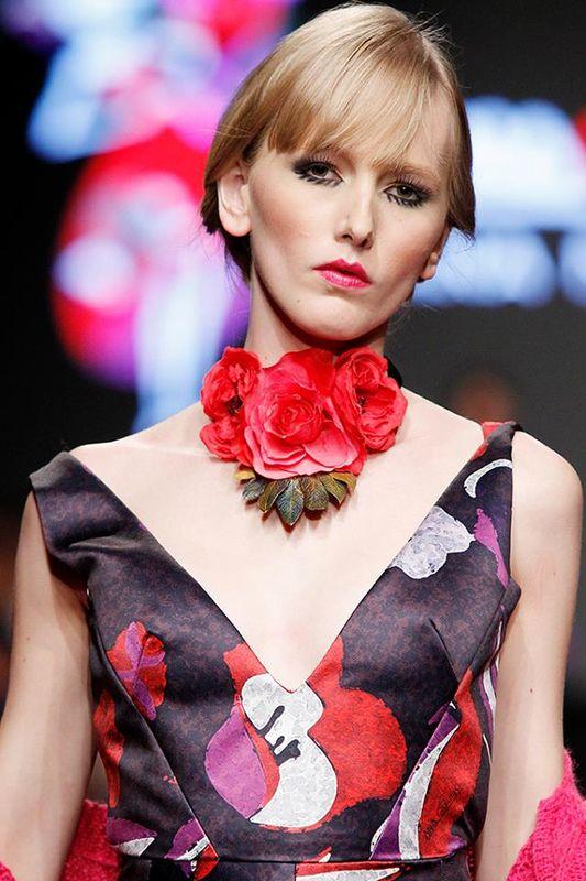 Collar de rosas Rojas.