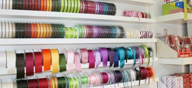 Beispiel: Umfassendes Sortiment an Organza und Satinbändern, Foto: Sweet Wedding Hochzeitsdekoration.