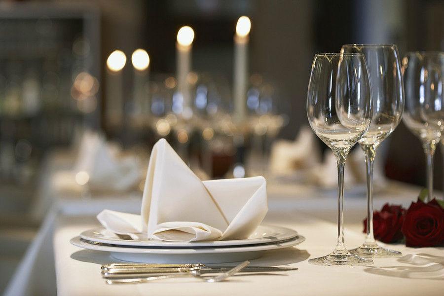 Beispiel: Tischdekoration, Foto: AnEvent - Your wedding dreams.