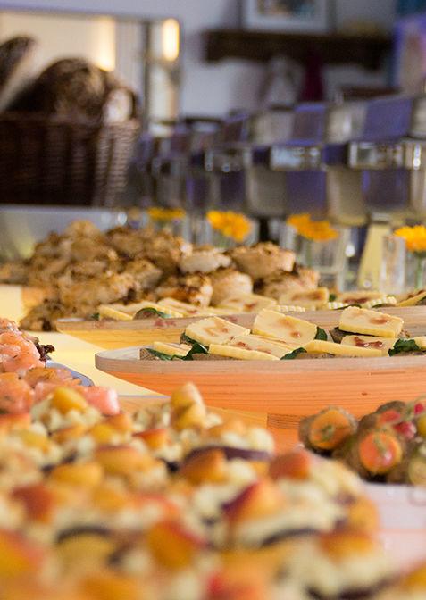 Beispiel: Warmes und kaltes Buffet, Foto: Henning´s Catering.