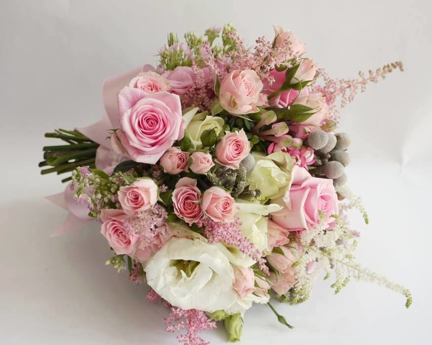 Romantyczne zestawienie kremu i pudrowego różu