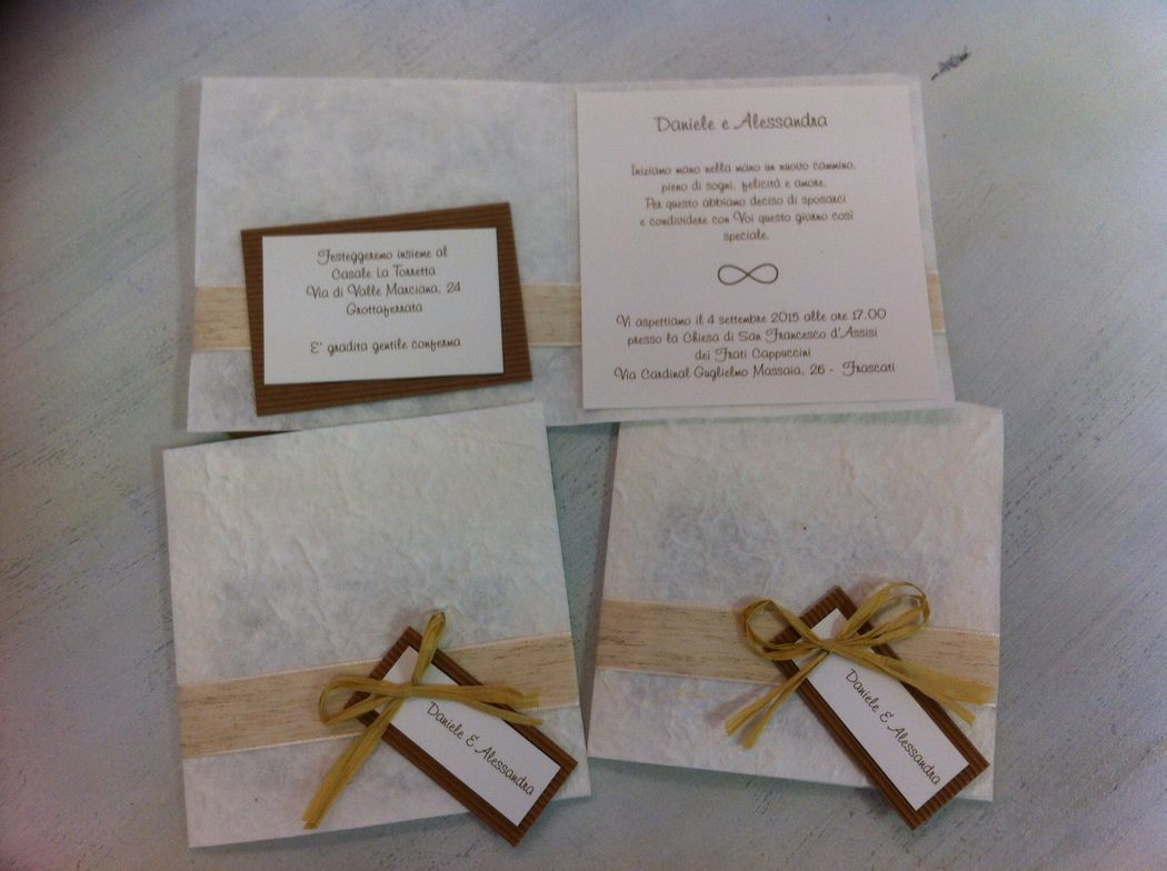 Partecipazione invito con raffia e lino per matrimonio shabby chic