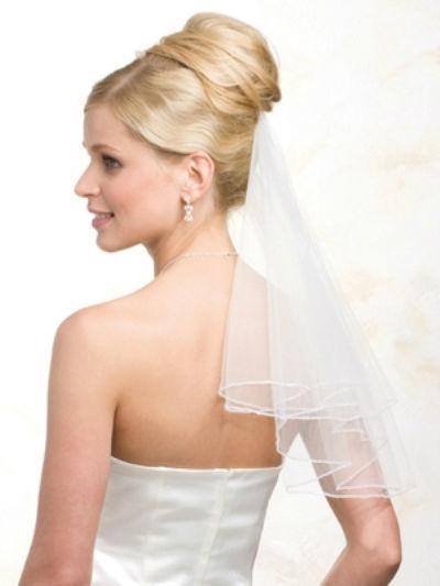 Beispiel: Schleier, Foto: feminin Braut- und Abendmode Accessoires.