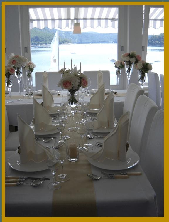 Beispiel: Tischdekoration, Foto: Die Blumen-Lounge Göllner.