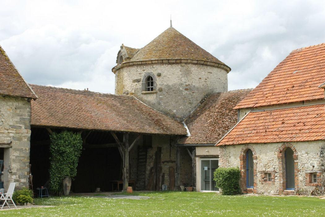 La tour de guêt vue de la cour de la ferme