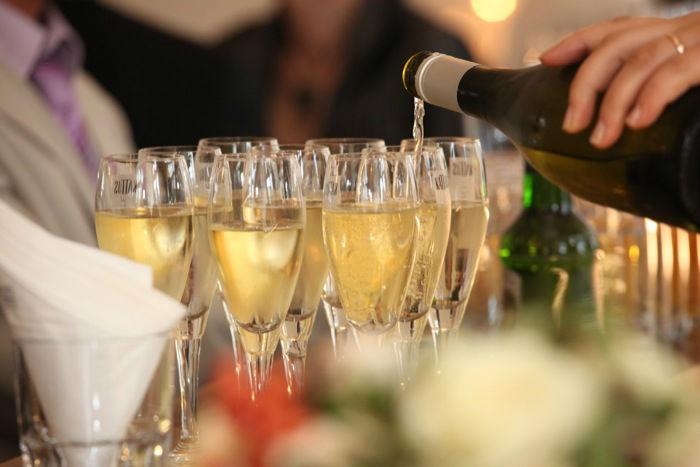 Beispiel: Sektempfang, Foto: Perfekte Hochzeit.