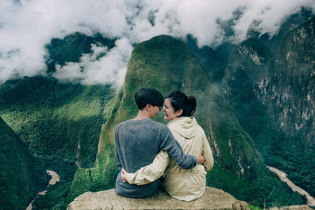Фотографирую лавстори, свадьбы для двоих, свадебные путешествия в любых уголках мира. Здесь - влюбленные в затерянном мире Мачу Пикчу