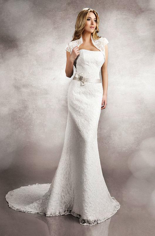 Beispiel: Wunderschönes eng anliegendes Brautkleid, Foto: Brautstudio Schak.