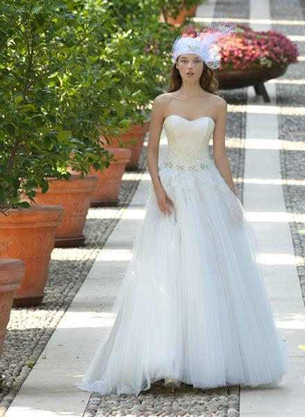 Beispiel: Exklusive Hochzeitskleider, Foto: Zoro Sposa.
