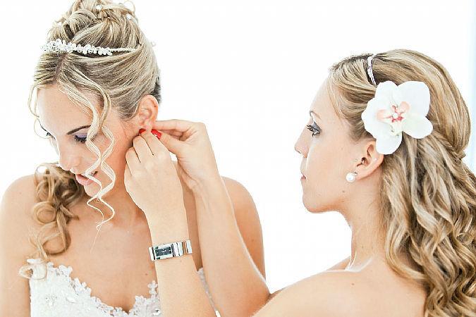 Professional Braut-Styling-Service by SUSANNE KAMMER. Frisuren und Make-ups Braut und Trauzeugin. Foto: Thomas Hinder.