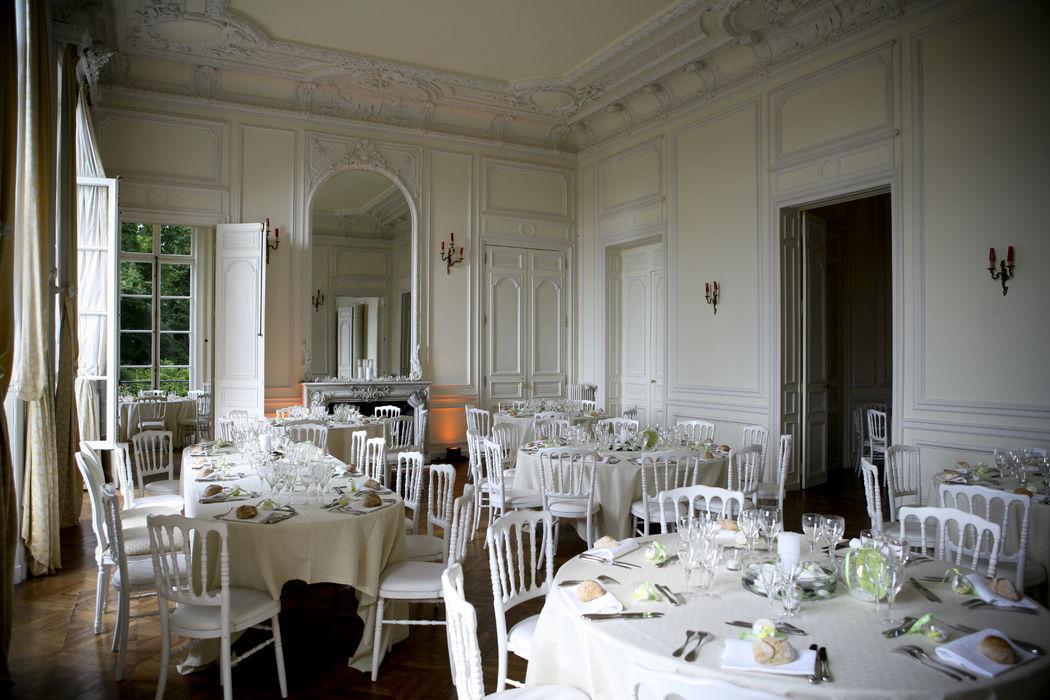 Mariage au Château de Santeny, Ile de France, crédit Studio Cabrelli, fleurs A Fleur et à Mesure
