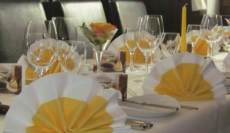 Beispiel: Bankett - Tischdekoration, Foto: Gasthaus zum Ochsen.