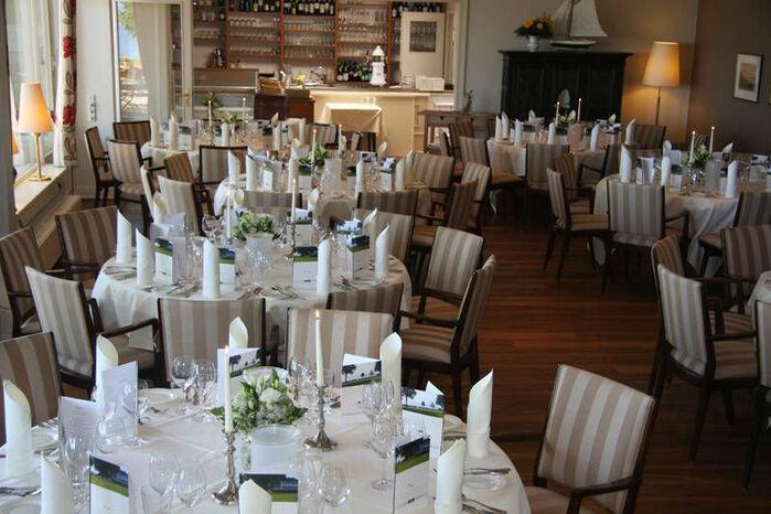 Beispiel: Festlich gedeckte Tische, Foto: Hotel Seehof Sierksdorf.