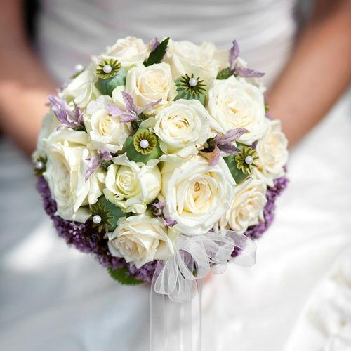 Beispiel: Bouquet mit weißen Rosen, Foto: Feel White.