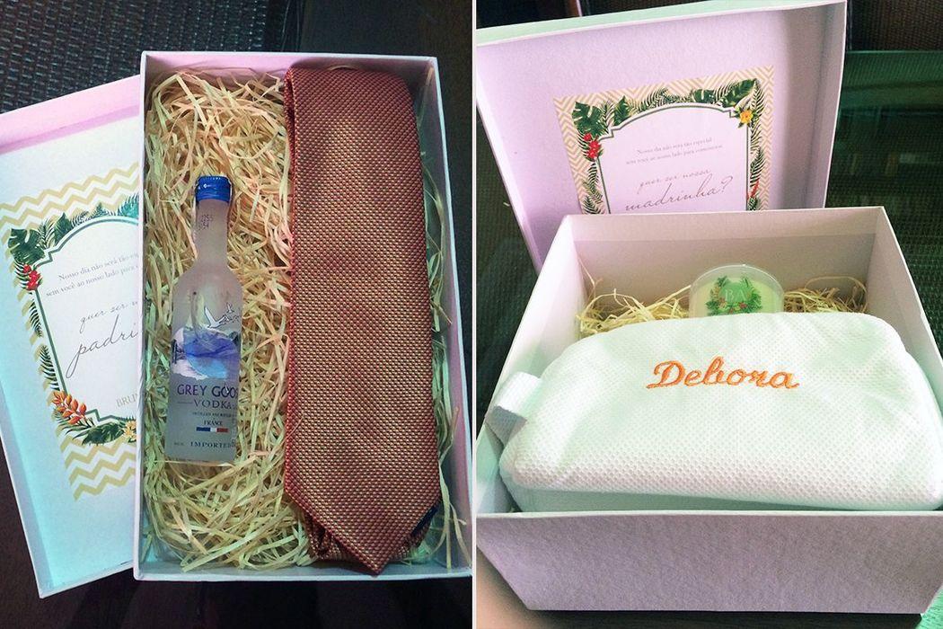 Bruna e Alex - Convite especial para madrinhas e padrinhos (gravata e Grey Goose para padrinhos e vela e nécessaire personalizadas para madrinhas)