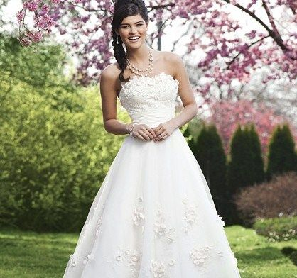 Beispiel: Brautkleid von Sincerity, Foto: Brautmode an der Prinzenstraße.