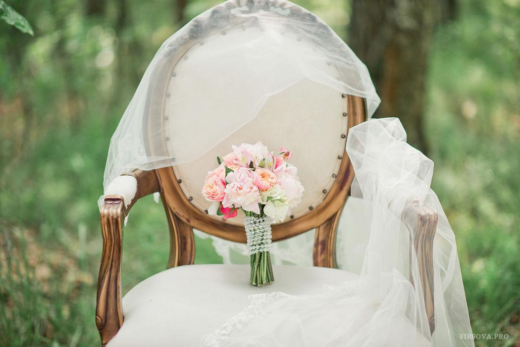 Букет невесты с ножкой из бусин сваровски
