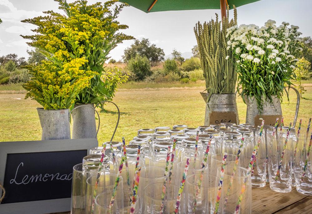 Mesa de limonadas boda campestre